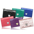 Леди мода кожаный красочный держатель для визитных карточек с металлическим украшением в виде сердца