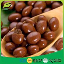 Doces de chocolate com amêndoas redondas