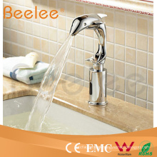 Grifo eléctrico instantáneo de grifo de agua caliente por diseño profesional