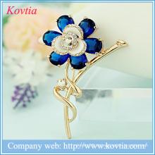 Art und Weiseblumenzusätze für Kleider Gold überzogene Kristallrhinestonebrosche