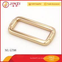 Los bolsos brillantes del color del oro abrochan el hardware con alta calidad