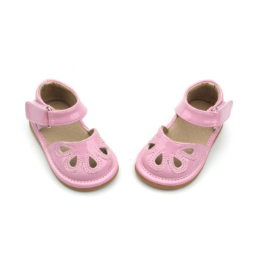 Sweet First Class Pink Hollow Squeaky Zapatos Bebé