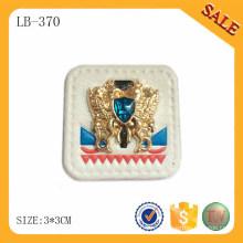 LB370 Оптовый белый цвет джинсы тиснением PU кожаная этикетка с металлическим логотипом