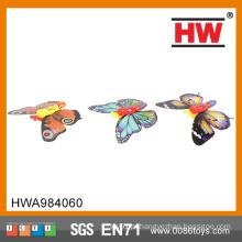 Um item de novidade clássico de Yesteryear brinquedos borboleta voando