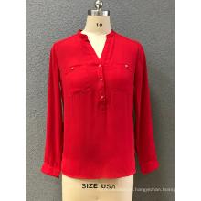 Красная женская блузка с длинным рукавом