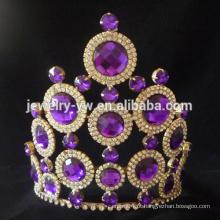 A rotação roxa da tiara do casamento do diamante do cristal de rocha da forma coroa para a venda