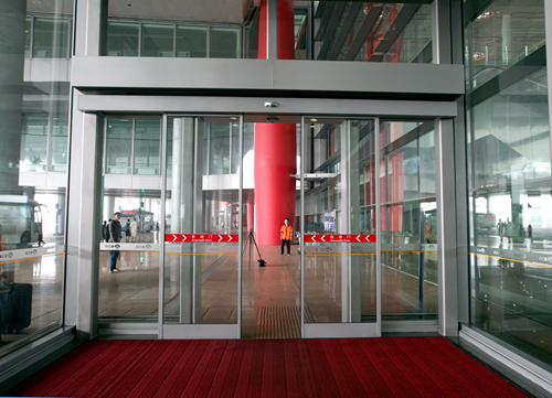 Automatic Sliding Doors for Airport Entrances