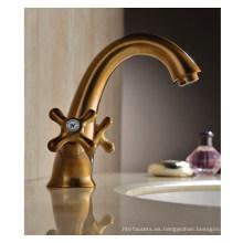 Grifo de agua de dos manijas de lujo del lavabo (DH38)