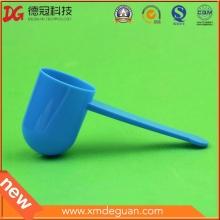 La venta caliente personaliza las cucharadas plásticas del grado del alimento para el polvo