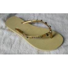 Der Pantoffel mit grauem weiblichem PVC + PE