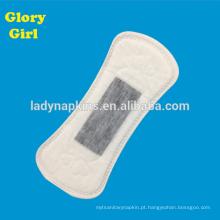 Forro fêmea erval ultra macio macio do panty do algodão do oxigênio de 155mm com núcleo cinzento do íon