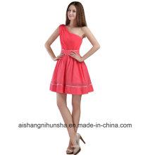Une épaule sans manches simple genou longueur robe de bal