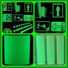 Brilho na fita fotoluminescente de segurança escura para sinais