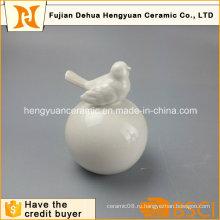 Украшение сада Белая керамическая птица с большим шаром