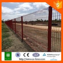 Rote Farbe Vieh Eisen Zaun Netz