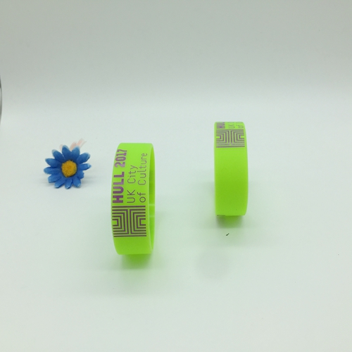 Screen printing rubber wristbands