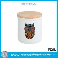 Búho que imprime los tarros de cerámica de la vela con las tapas de madera