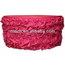 Falda de tabla del satén con volantes con encanto colorida para las faldas de mesa decorativos boda