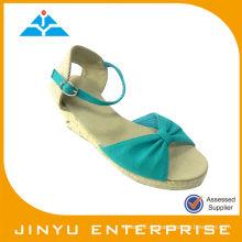 Nuevas sandalias de lujo de diseño