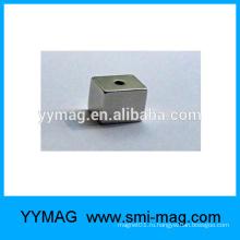 Кубический неопрен Неодимовый магнит / NdFeB Бар с отверстием