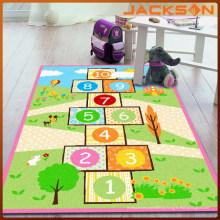 Esteira colorida da atividade das crianças para o divertimento