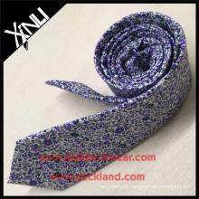 A cópia a mais nova do algodão da mola cria seu próprio laço floral do tipo