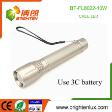 Factory Wholesale 3C cell Powered Zoomable High Bright Long Distance Range Metal 10w Led Cree lampe torche torche avec poignet