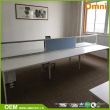 Nova mesa moderna de mobiliário de escritório para quatro pessoas