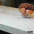 Bancada de pedra branca pura de quartzo das cozinhas modernas e parte superior da ilha