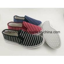 Últimas sapatas lisas da injeção da lona das mulheres com projeto novo, calçados de passeio dos calçados