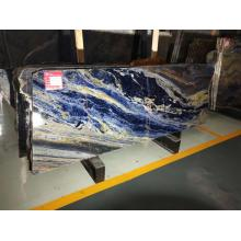 Große blaue Sodalithplatten