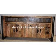 Unidade de televisão em metal industrial em madeira