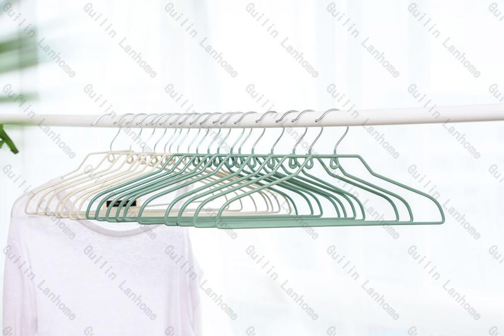 Metal Hangers Pvc Shiny Finish Pm115