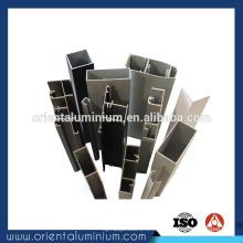 Perfil de alumínio para partição
