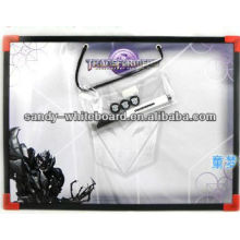 Weiße Magnetplatte mit Kunststoffrahmen