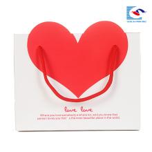 sac cadeau personnalisé papier blanc avec un coeur rouge dans son propre logo