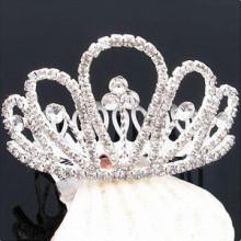 Forme a metal plateado el barrette cristalino del pelo de la tiara