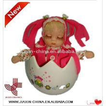 jouets de Pâques avec des poupées en porcelaine de musique