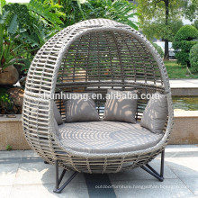 PE rattan garden sun lounger wicker day bed for sale