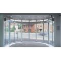 Puertas interiores curvadas con mecanismos de deslizamiento.