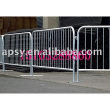 Heavy duty crowd control barriers