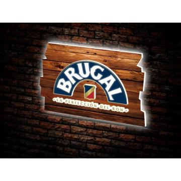 Brugal Light Display mit Holzfront
