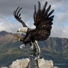 Leading bronze manufacture produce the big bronze eagle sculpture for landscaping
