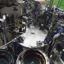 Linha de montagem automática do eixo motor