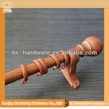 Modelo de madera de la barra de cortina de la ventana