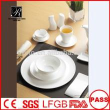 Venta al por mayor porcelana / cerámica último diseño banquete vajilla conjunto