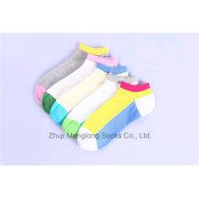 Calcetines brillantes del algodón de la muchacha de los colores Diseños aduaneros al por mayor