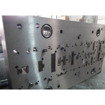 Matrice progressive en métal