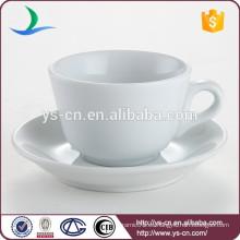 Clásico, porcelana, blanco, restaurante, restaurante, bulto, té, taza, platillo