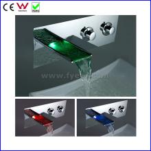 China Sanitary Ware Wall Mounted LED Basin Faucet (FD15202WF)